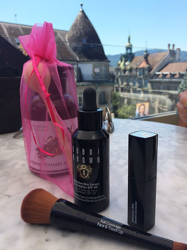 Bobbi Brown Intensive Skin Serum SPF 40 and Concealer & Corrector, Image by Hey Pretty Beauty Blog