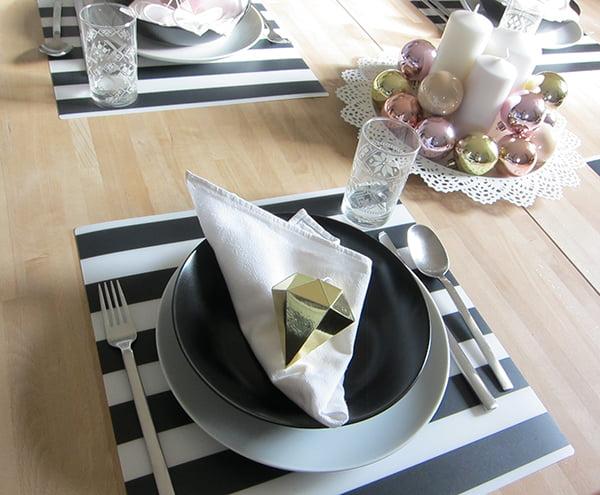 IKEA Weihnachten 2015, LJUDA Tischset, DINERA tiefer Teller, ISGATA Gläser, Image by Hey Pretty Beauty Blog
