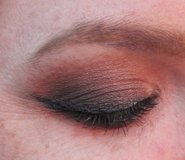 Urban Decay Gwen Stefani Eyeshadow Palette, Swatch by Hey Pretty Beauty Blog