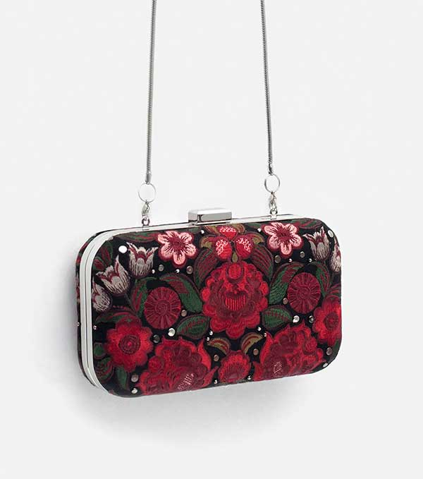 Zara Clutch mit Stickerei