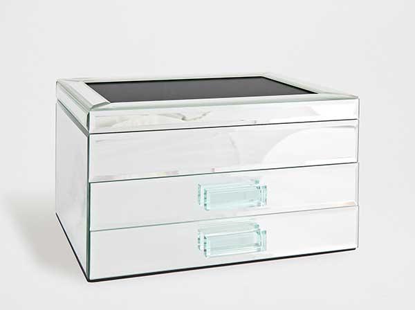 Ordnung: Spiegelbox mit Schubladen von Zara Home